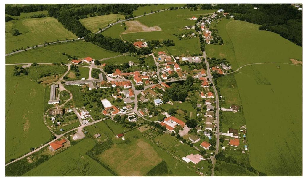 Letecký pohled na obec Doubravice